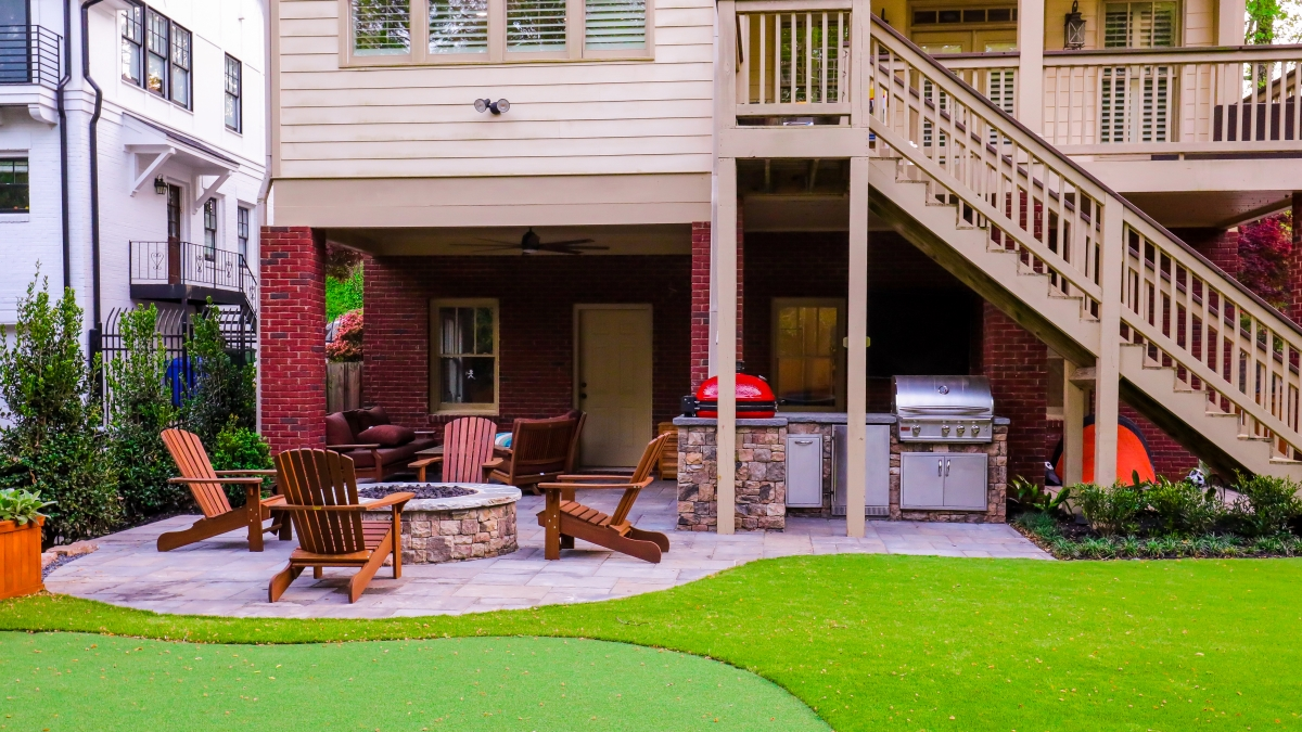 Optimized-backyardputtinggreen_firepit_outdoorkitchen_atlanta