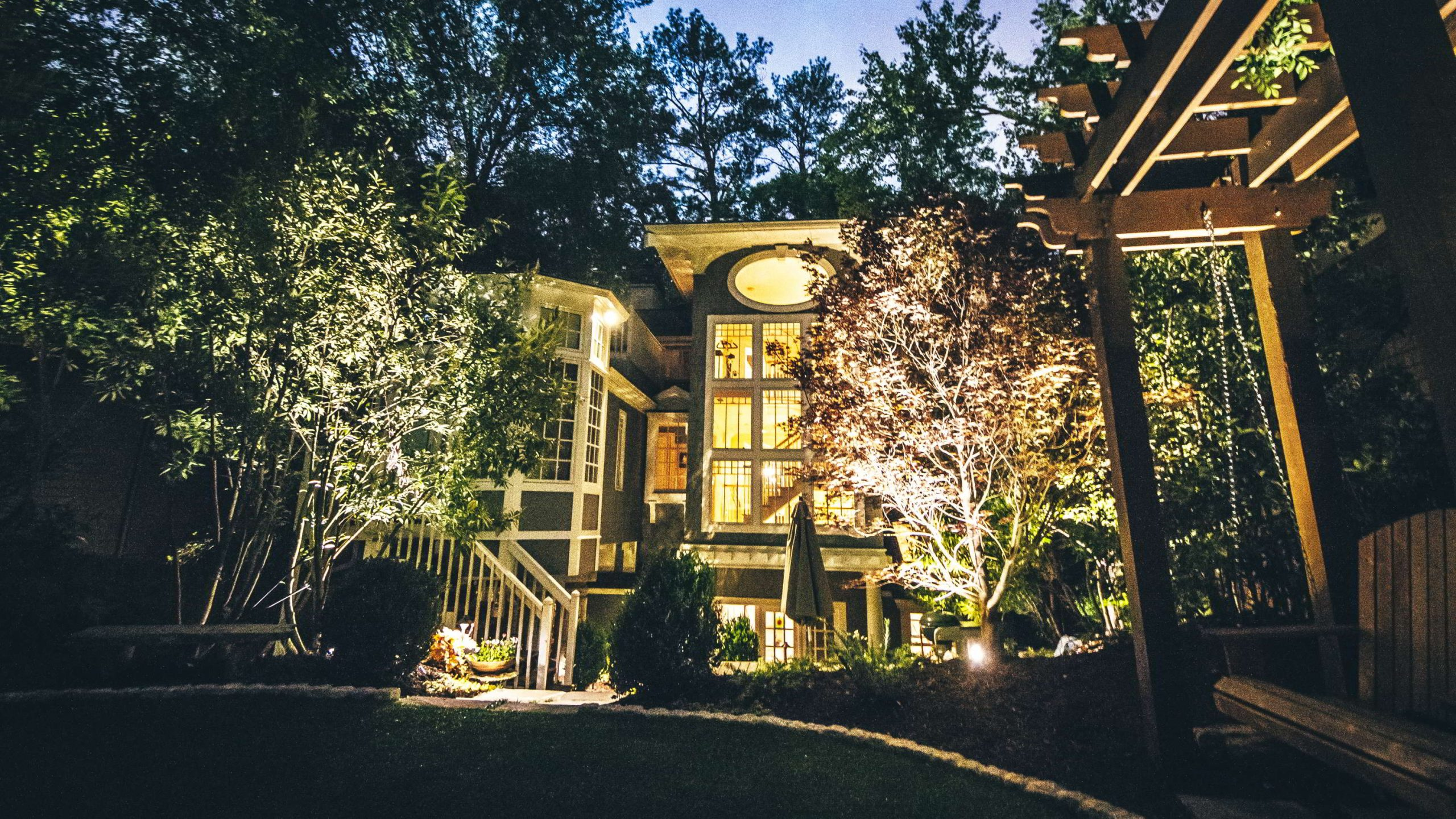outdoor Atlanta home lighting design at night